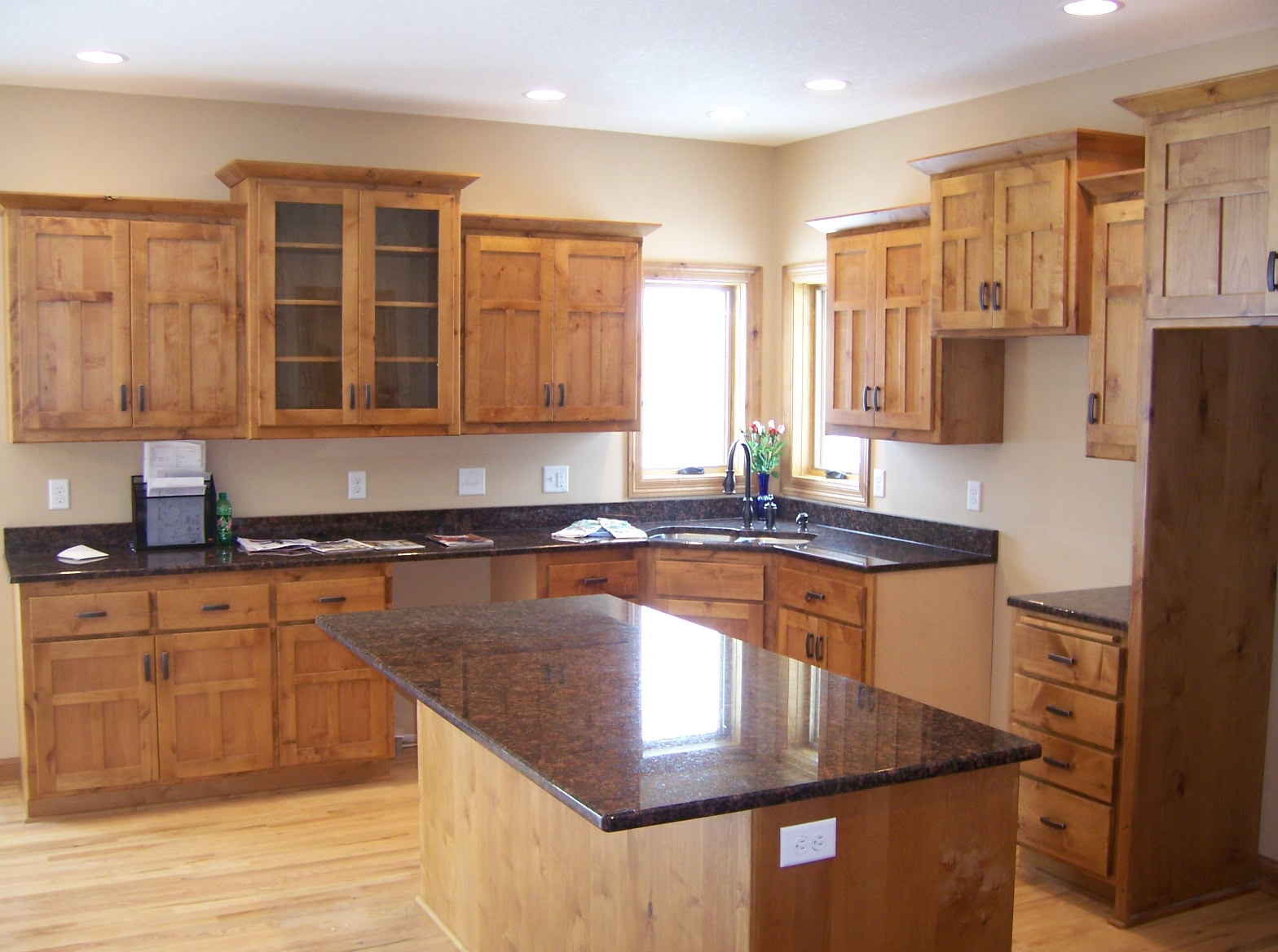 Cherry maple and knotty alder cabinetry in flagstaff for Cherry vs maple kitchen cabinets